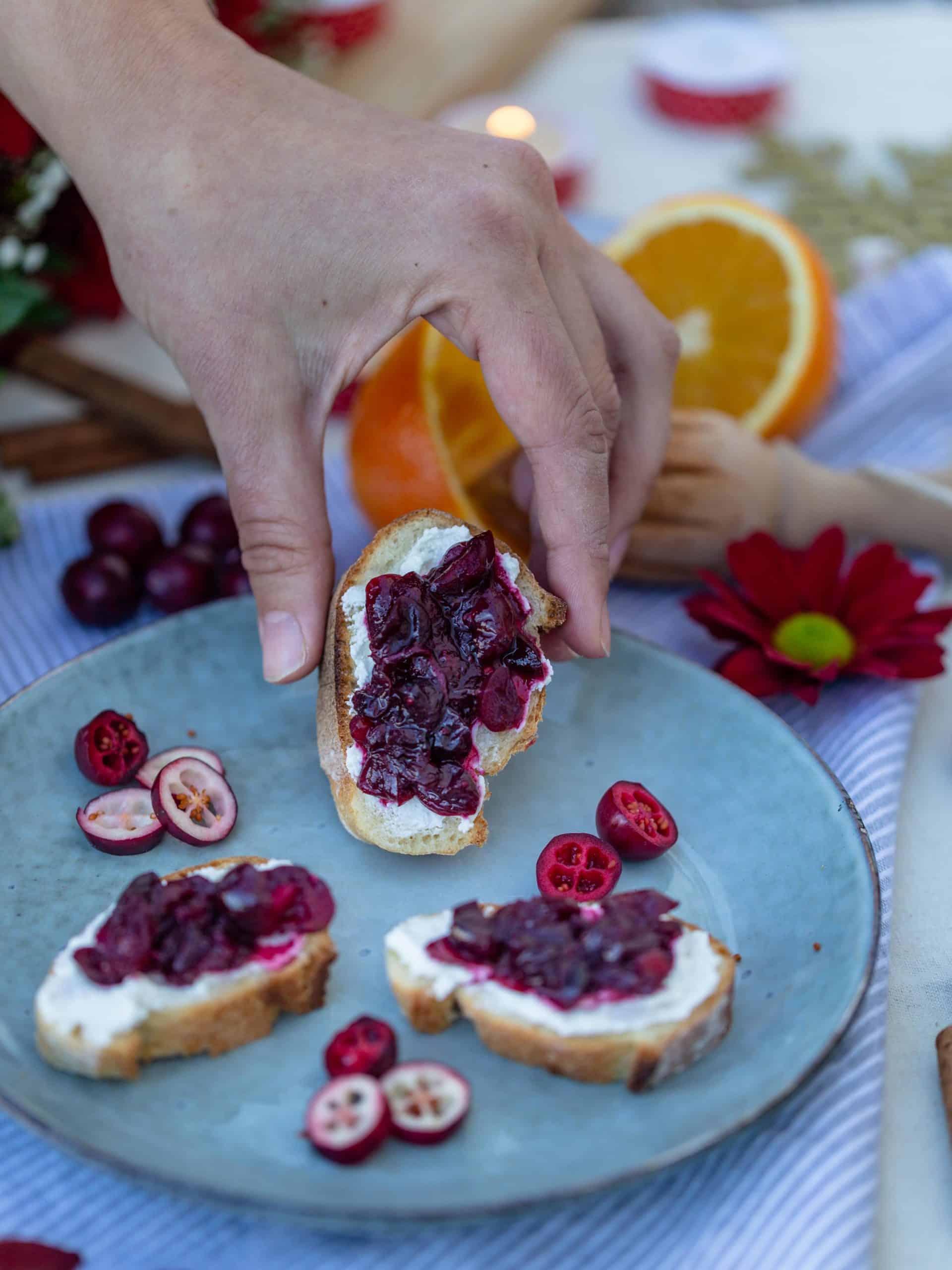 Toasts Végétarien au Relish de Cranberries et Chèvre Frais