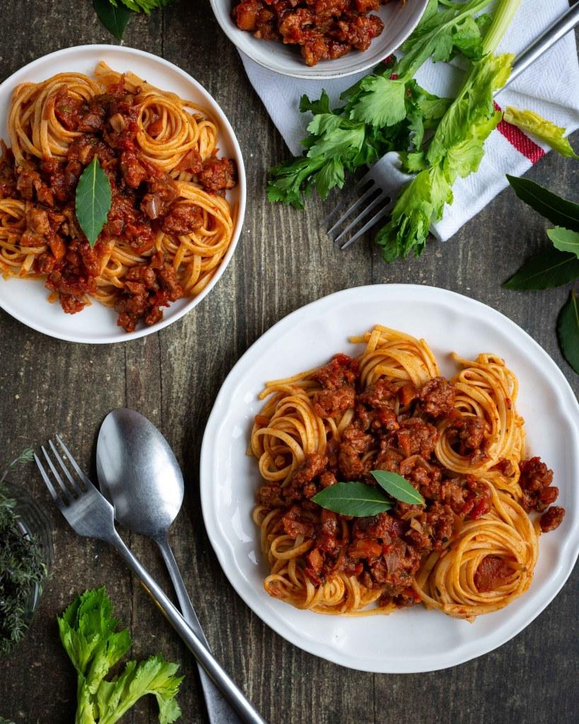 Une recette de sauce bolognaise vegan à base de petits légumes et de protéines de soja texturées (le tout sans gluten!) miam miam !