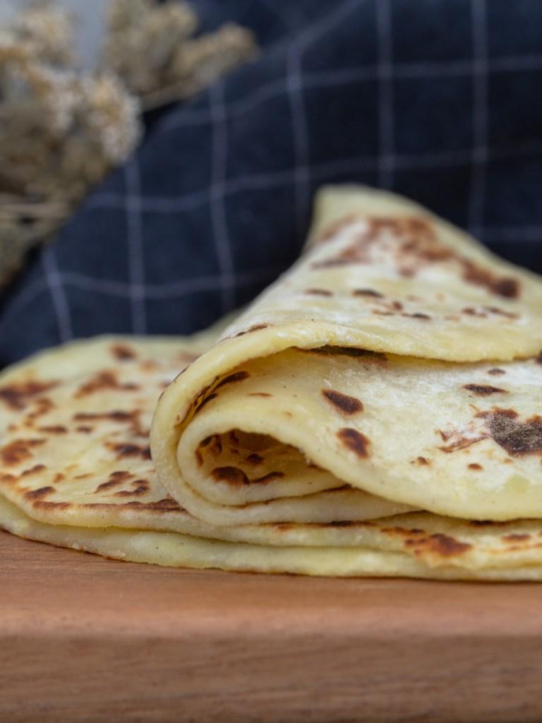 Une recette super simple de tortillas archi moelleuses, à base de pomme de terres, sans temps de repos ! Recette vegan