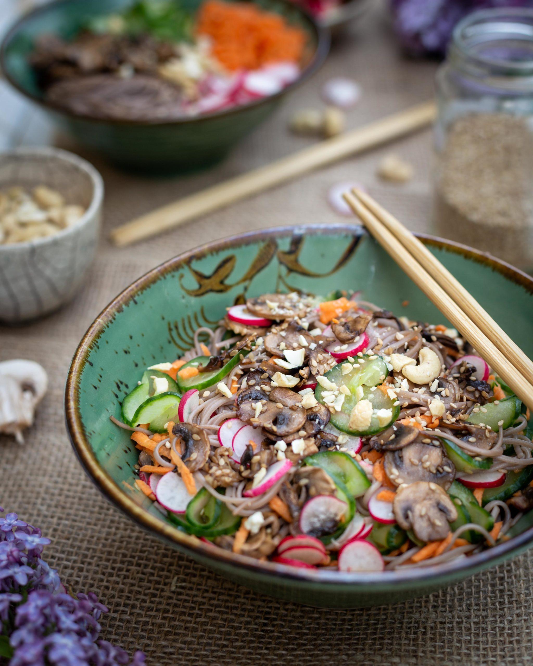 Nouilles Sobas aux Légumes et Sésame (Salade Vegane)