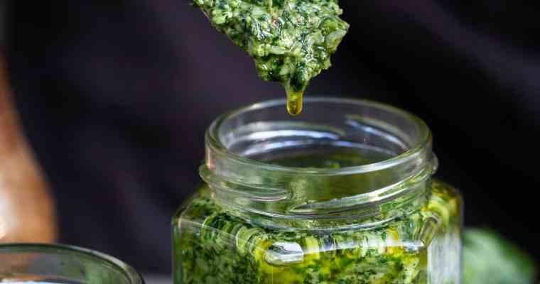 Pesto aux Fanes de Radis (recette zéro déchet, version vegane)