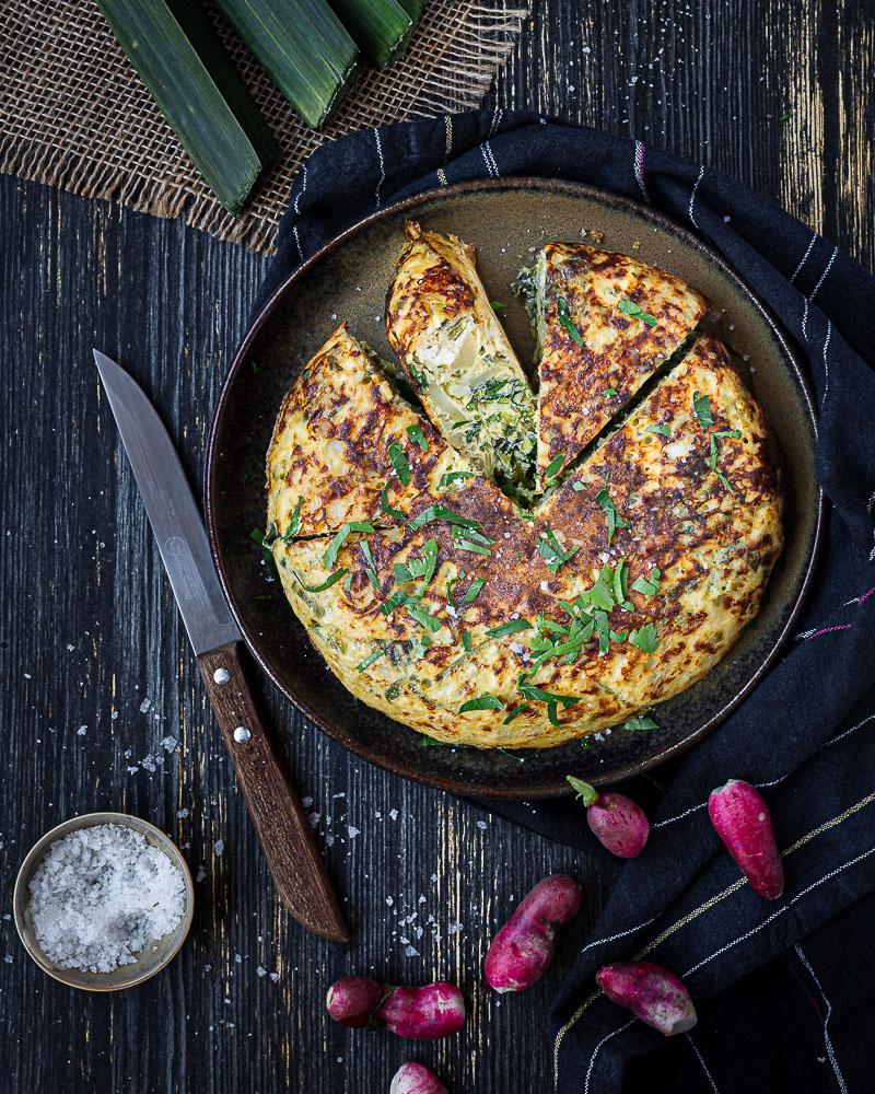 Tortilla Anti Gaspi au Poireau, Fanes de Radis et Fêta
