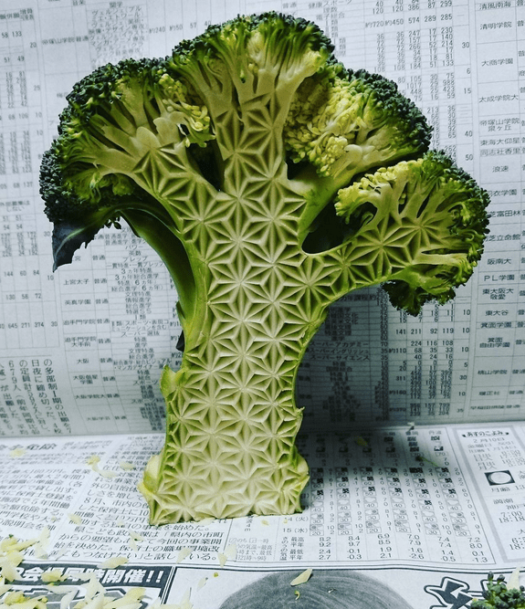 a pattern that resembles the traditional Japanese asanoha floral pattern, carved into broccoli.