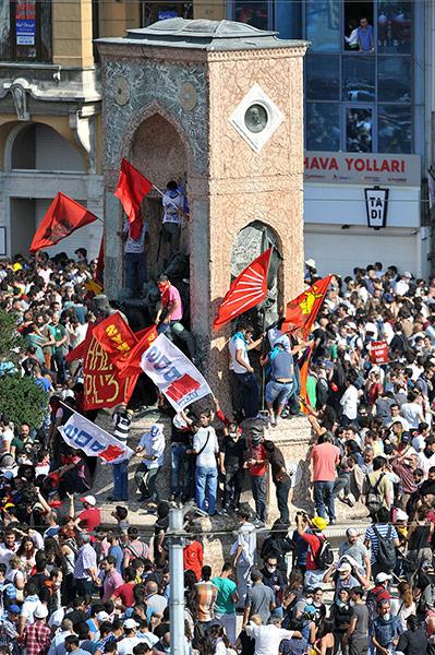 Turkish protestors take over Taksim square