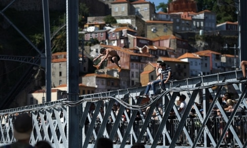 Jumping bridge Ponte Don Luis I Porto