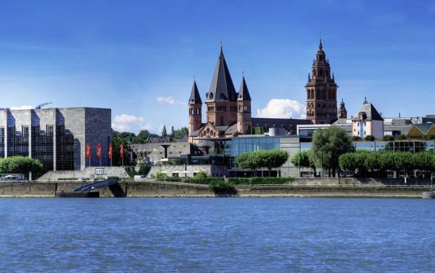 Mainz Rhein Ufer Rathaus Dom