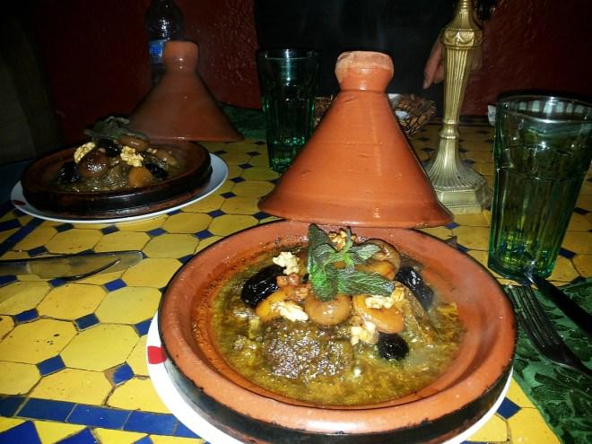 Tajine: Rindfleisch, Zwiebeln,Trockenfrüchte, Nüsse