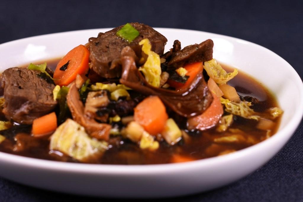 Deutscher Rindfleisch Gemüse Eintopf trifft Japan