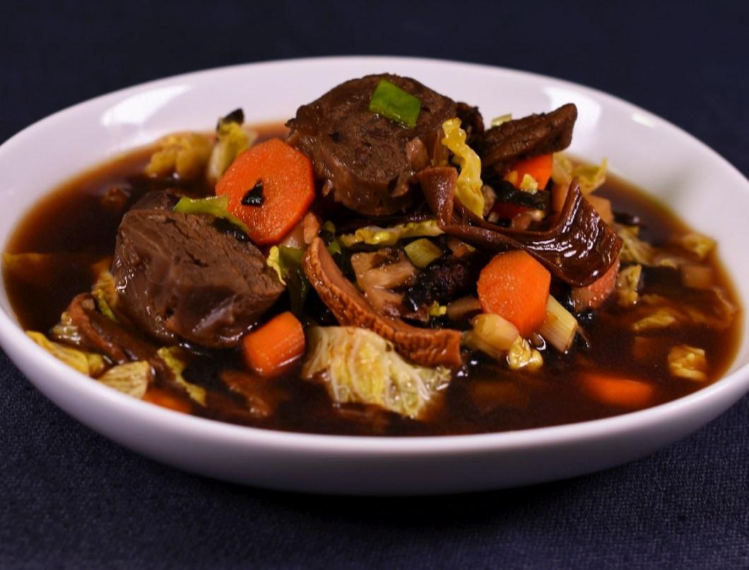 Dark Miso Style: Rindfleisch |Gemüse |Nori|Olivenblätter