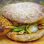 Alternative Gräser für BBQ-Rezepte: Bratwurst im Almwiesenheu-Smoke