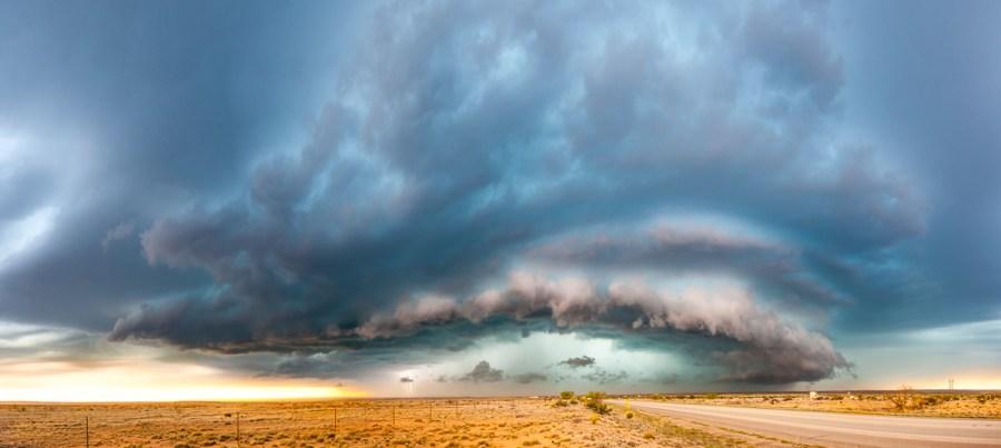Großes Gewitter über der Wüste von New Mexico im Mai 2012