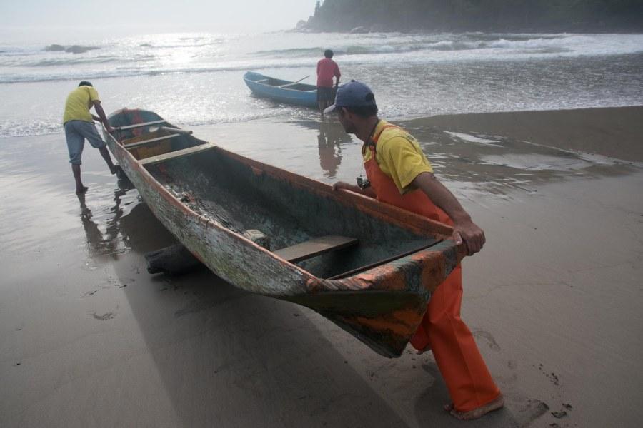 Mann und Boot unbearbeitet
