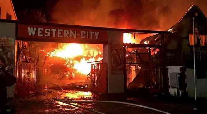 Western-City bei Großfeuer abgebrannt, aber Show geht weiter!
