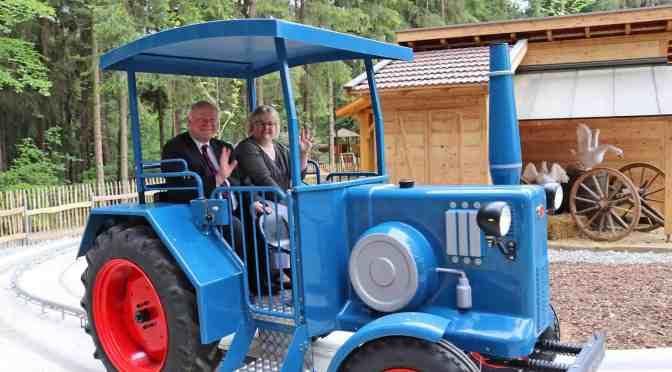 Zwei neue Familienfahrgeschäfte im Bayern-Park eröffnet