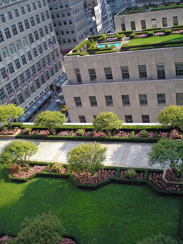 Rockefeller_Center_Rooftop_Gardens_2_by_David_Shankbone