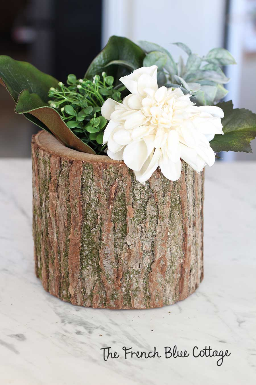 Neutral winter flower arrangement.