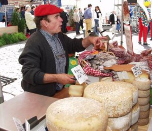 compiegne_cheese_wine