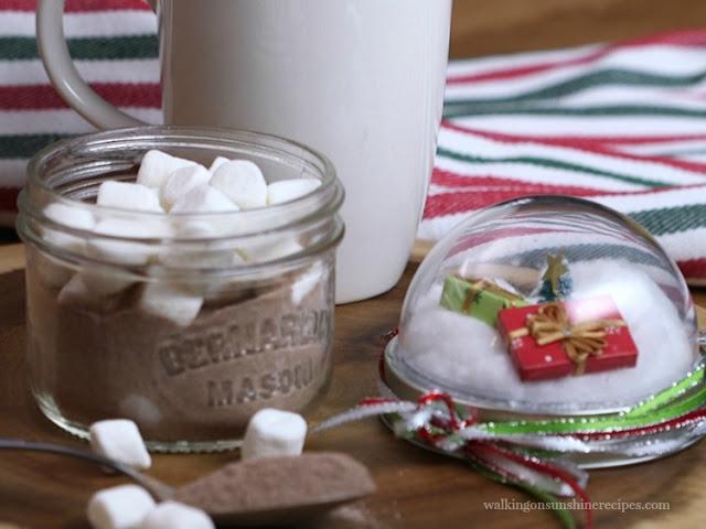 https://walkingonsunshinerecipes.com/mason-jar-hot-chocolate/