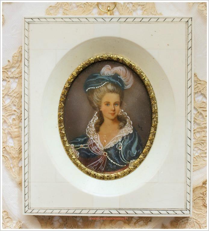 AntiquePortraitFgHBlueNoblewoman