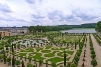 A summer stroll in the gardens of Versailles