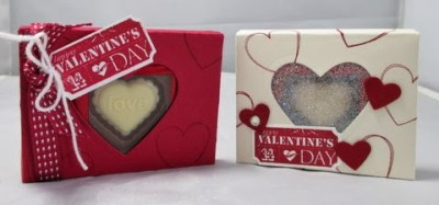 https://www.frenchiestamps.com/2014/02/heart-glitter-window-box-with-envelope.html
