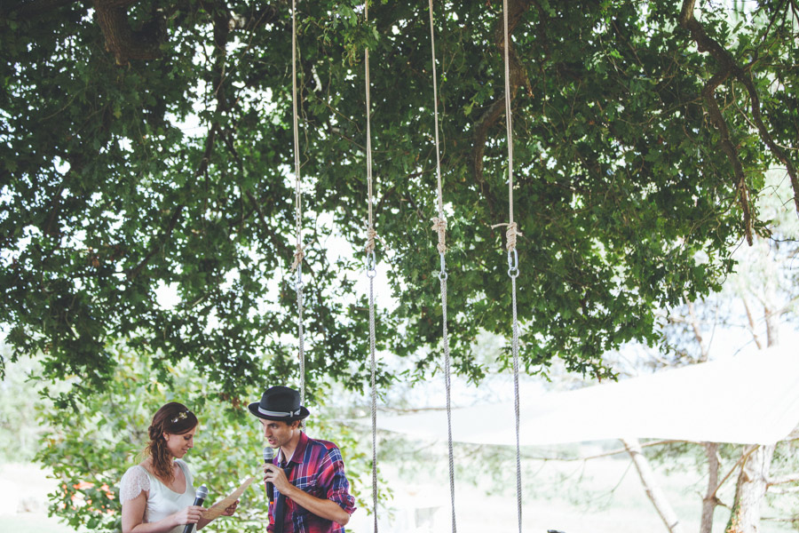 Very-Personalized-French-Wedding-a-Triplet-and-a-Bunch-of-Happy-Friends-17