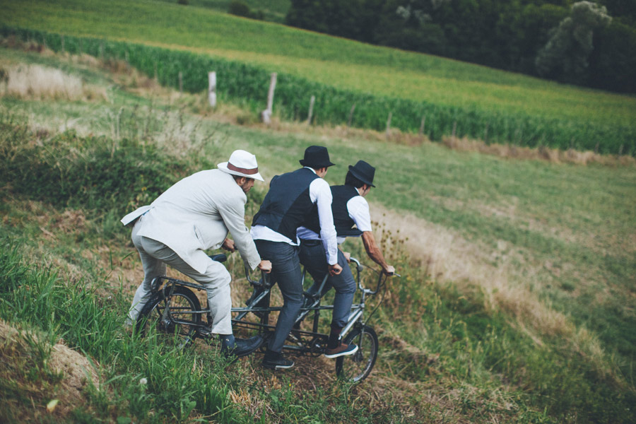 Very-Personalized-French-Wedding-a-Triplet-and-a-Bunch-of-Happy-Friends-29