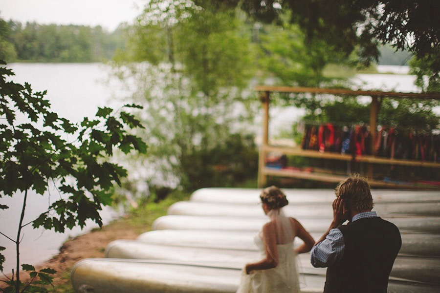 simple-wedding-pond-08