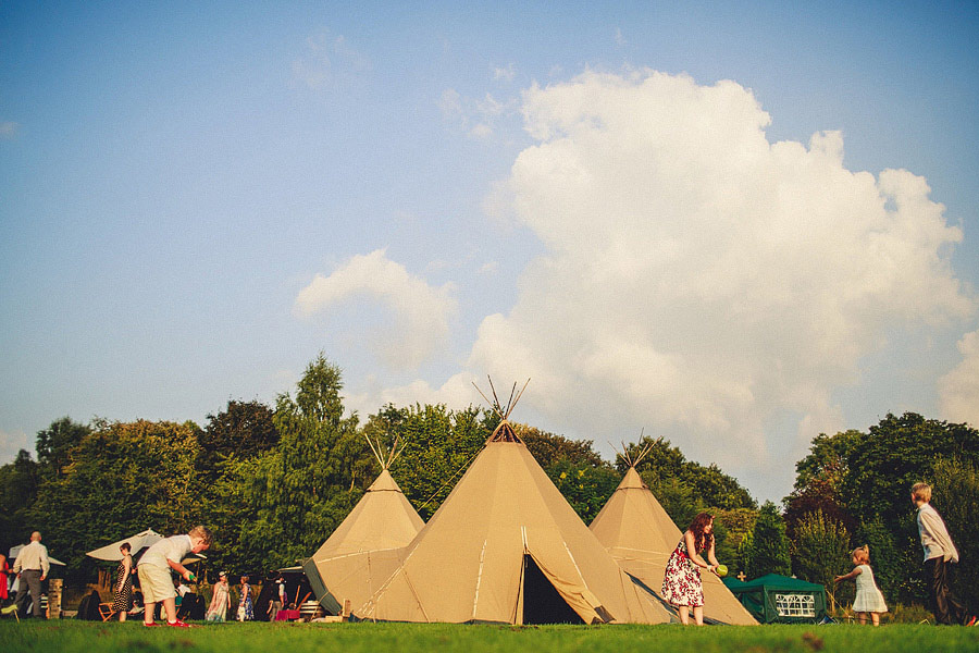 Pink-Teepee-Wedding-England-Steven-Rooney-21