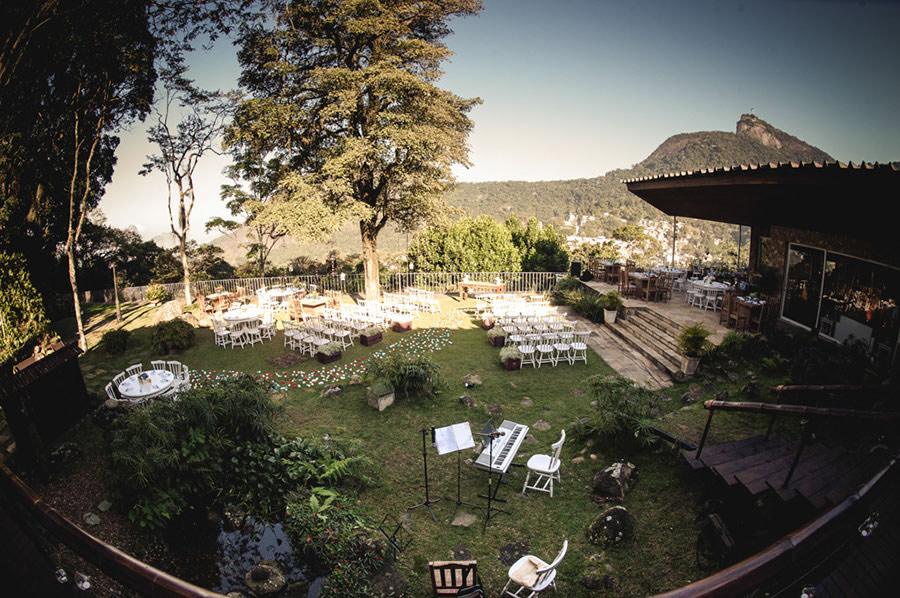 Wedding-Rio-de-Janeiro-Pompom-Aisle-Corcovado-08