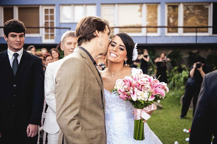 Wedding-Rio-de-Janeiro-Pompom-Aisle-Corcovado-09