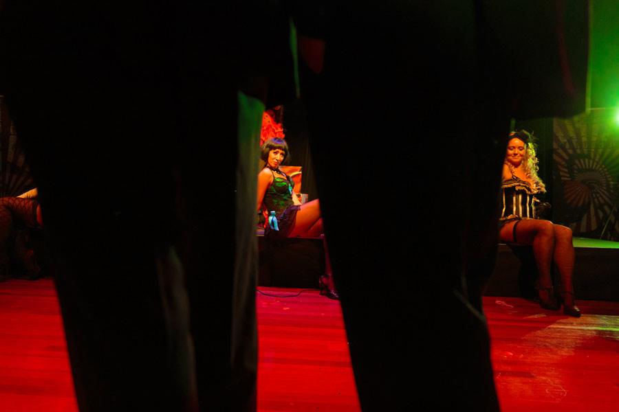 theater-circus-wedding-nicole-bosch-24