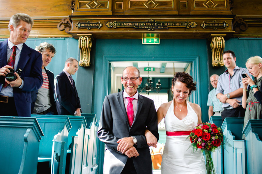 red-cow-themed-wedding-10