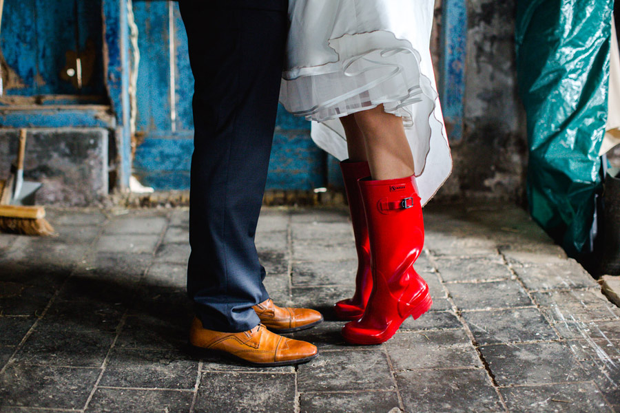 red-cow-themed-wedding-20