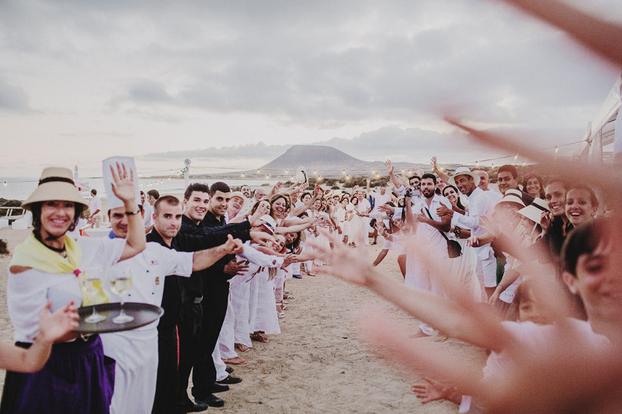 wedding-on-isolated-beach-pablo-beglez-26