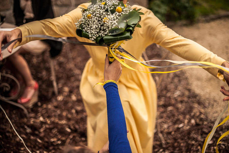 passing-the-bouquet-ribbons-01