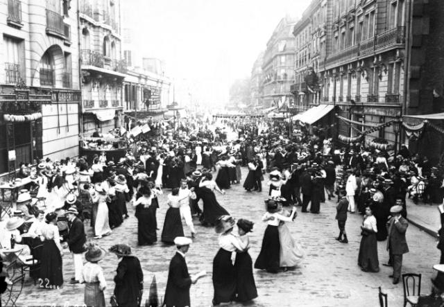 Bastille Day Dance in 1912, rue du Renard (4th Arrt), Paris