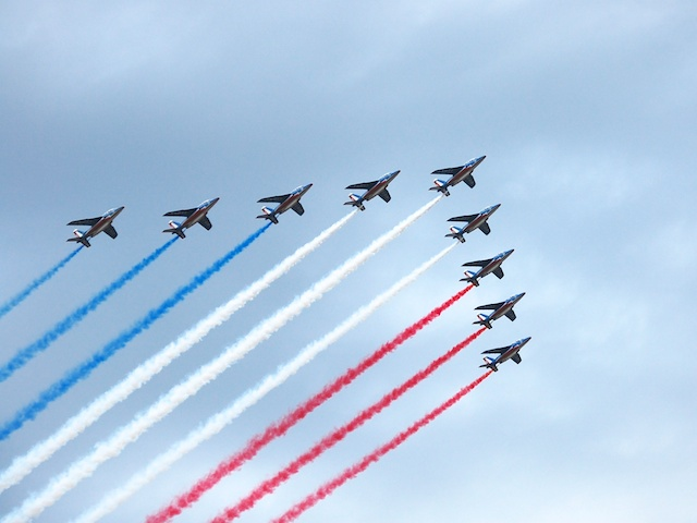 """The aerial parade of the """"Patrouille de France"""" over the Champs-Élysées, 14th July 2007 © Tony Wills - Creative Commons (CC BY-SA 3.0)"""