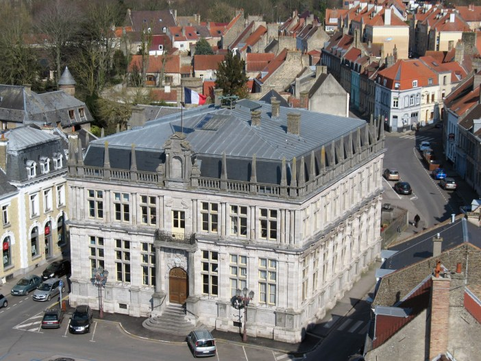 The town-hall of Bergues © Michelle Martin - French Moments