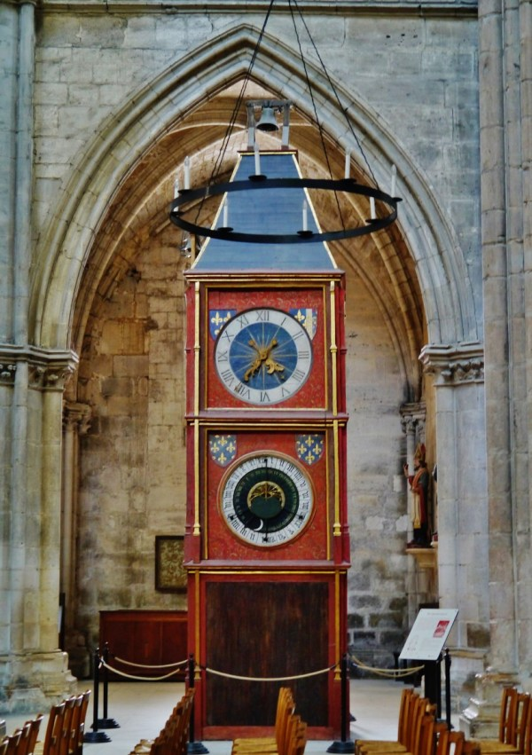 The astronomical clock © Zairon - licence [CC BY-SA 4.0] from Wikimedia Commons