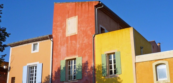 Colourful Façades of Roussillon © French Moments