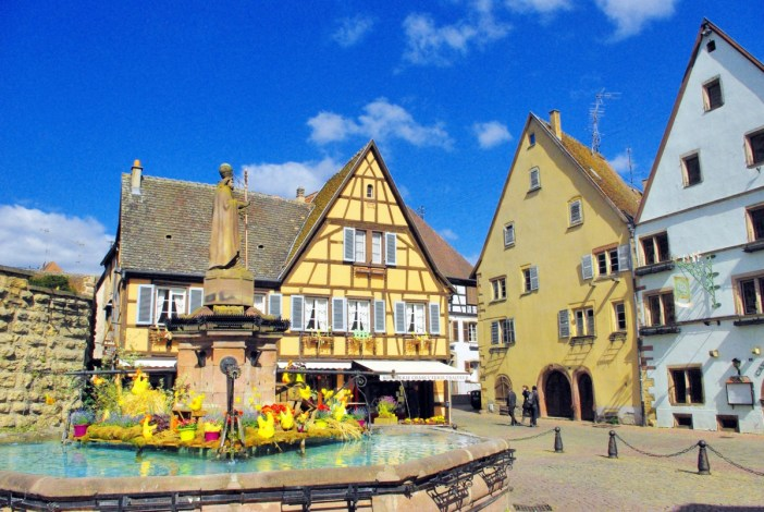 Place du Chateau, Eguisheim © French Moments