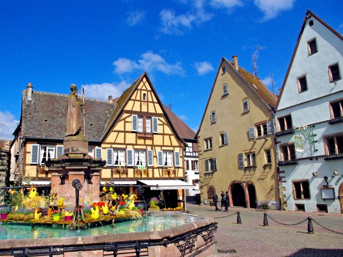 Place du Château, Eguisheim © French Moments