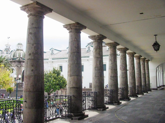The railings from the Palais des Tuileries, Carondelet Palace, Quito © H3kt0r - licence [CC BY-SA 4.0] from Wikimedia Commons