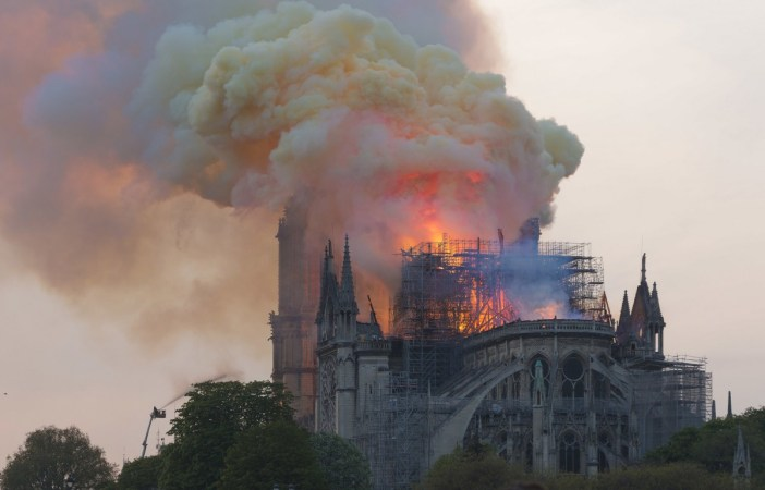 Fire of Notre-Dame at 8.06pm © GodefroyParis - licence [CC BY-SA 4.0] from Wikimedia Commons
