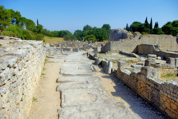 Glanum, Saint-Rémy-de-Provence © French Moments