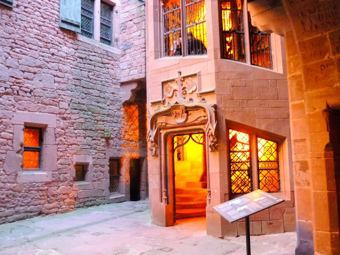 The inner-courtyard and the staircase tower, Haut-Kœnigsbourg © French Moments