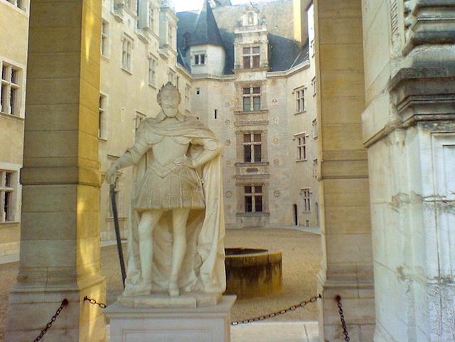 Castle of Pau, statue of King Henry IV