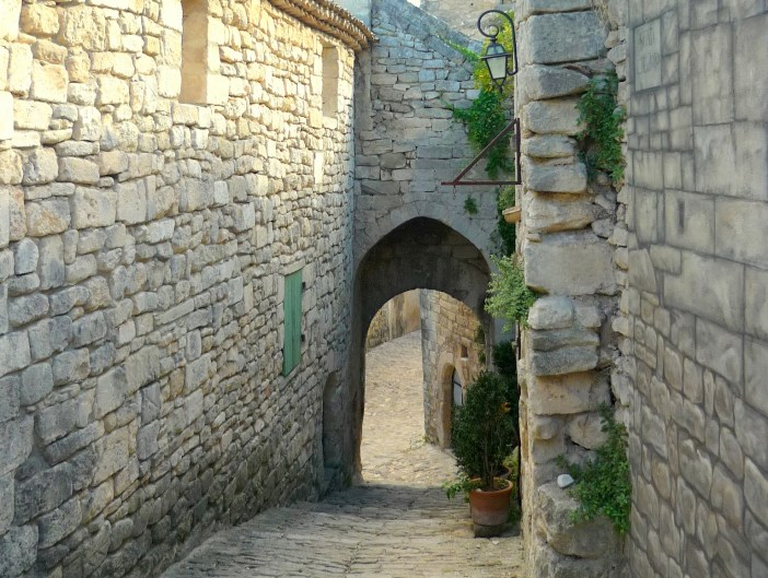 The old village centre of Lacoste © French Moments