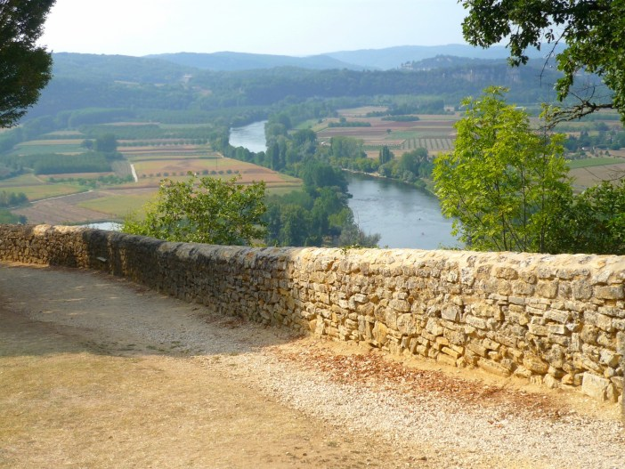Promenade des Falaises overlooking the Dordogne River, Domme © French Moments